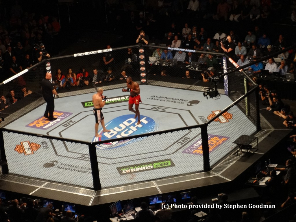 UFC champ Jon Jones (R) defeats Glover Teixeira (L) in Baltimore on Saturday, April 26, 2014